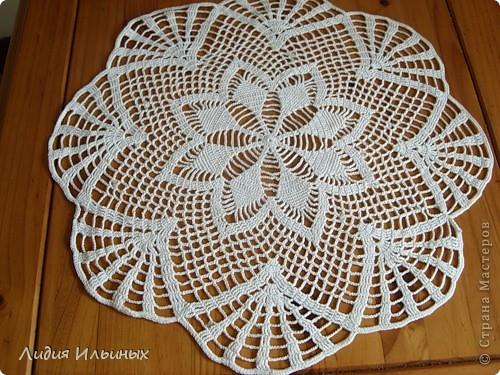 Салфетка,выполненная крючком с элементами ирландского кружева.Цветы вяжутся отдельно,затем пришиваются к краям салфетки.Моя первая работа с комбинацией разных техник вязания. фото 6