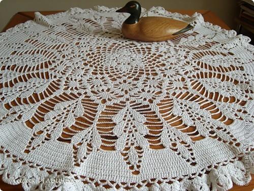Салфетка,выполненная крючком с элементами ирландского кружева.Цветы вяжутся отдельно,затем пришиваются к краям салфетки.Моя первая работа с комбинацией разных техник вязания. фото 3