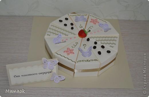 """Для коллеги сделала вот такой тортик с пожеланиями и сегодня с утра подарила - именинница была в восторге (ну а что нам еще надо для счастия ))) ) Она с таким восторгом открывала каждую коробочку ))) внутреннее наполнение фотографировать было уже некогда, оно не очень отличается от предыдущих """"тортиков"""" фото 1"""