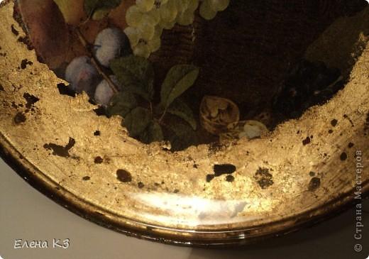 """Тарелка для """"Райских яблочек"""" появилась благодаря МК Елены  Островской http://stranamasterov.ru/node/373719?c=favusers . Стеклянная тарелка, обратный декупаж, салфетка, поталь (крошка), клей и лак для потали, акрил цвета терра, зеленый, старая бронза. фото 2"""