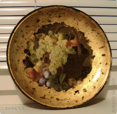 """Тарелка для """"Райских яблочек"""" появилась благодаря МК Елены  Островской http://stranamasterov.ru/node/373719?c=favusers . Стеклянная тарелка, обратный декупаж, салфетка, поталь (крошка), клей и лак для потали, акрил цвета терра, зеленый, старая бронза. фото 6"""
