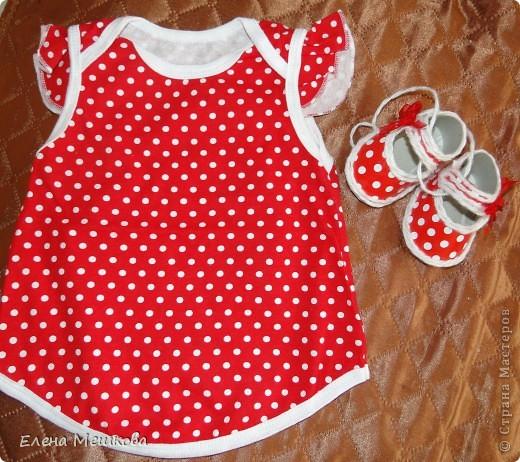 Бумажные сандалики очень подходят к дочкиному платью. Получился комплект!