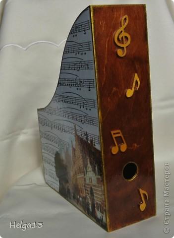 Молодому музыканту (сыну подруги) сделала в подарок подставку для нот... фото 2