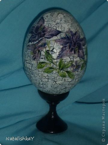 Фон -тёмно-синий, основной цет - белый, цветы с салфетки немного подрисованы синей акриловой краской. фото 7