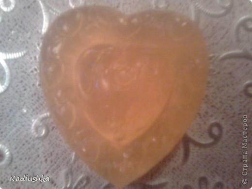 Как и обещала, выкладываю свой отчет о мыловарении.  Начну с последних )) Закупила мыльную основу и начала варить подарки для родных. Насчитала, что надо 11 штук. Вот начало )  Слева направо и сверху вниз: отбеливающее: отвар петрушки+петрушка+белая глина+масло лимона питательное: молоко+сливочное масло+аромат абрикоса голубая глина+масло чайного дерева питательное: молоко+сливочное масло+аромат дыни аромат персика с льняным маслом аромат лаванды с маслом календулы аромат дыни с льняным маслом фото 6