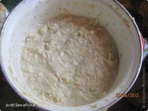 Вот таких красавцев моя семья очень любит лопать на завтрак)) Для этого нам понадобятся: кабачок - 1 шт картофель - 5 шт (средних) немного тертой моркови, у меня замороженная - (1 шт) луковица большая - 1 шт яйца - 2 шт майонез любой - 3ст л соевый соус (можно и без него) - 1ст л мука 2 ст без горки соль, перец по вкусу фото 2