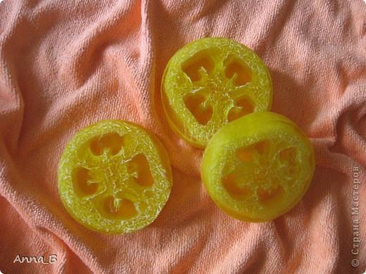 Еще одна партия мыла в желто-зеленом цвете (как просили, под цвета ванной). Первая часть здесь http://stranamasterov.ru/node/386264. Свирлы с ароматом зеленого яблока. фото 2