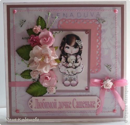Вчера вечером родилась вторая (розовая) открытка для девочки Саши, первую я показывала здесь http://stranamasterov.ru/node/386809, как и в первой открытке, основными элементами стали: куколка в 3D и цветы (все как заказывали). фото 1
