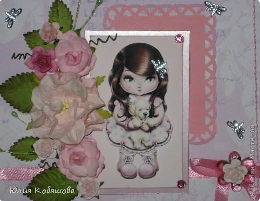 Вчера вечером родилась вторая (розовая) открытка для девочки Саши, первую я показывала здесь http://stranamasterov.ru/node/386809, как и в первой открытке, основными элементами стали: куколка в 3D и цветы (все как заказывали). фото 2