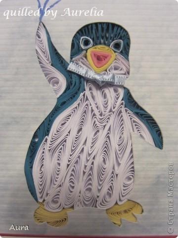 """Есть замечательный старый мультик """" Приключения пингвинёнка Лоло"""" - я всомнила о нем когда решала, какого же """"зверя"""" квиллингнуть:)) Я давно засматриваюсь на работы Сандры Уайт - http://quillingbysandrawhite.mysupadupa.com/ - и вот, решила попробовать! Техника защищена авторским правом, потому отмечаю: Работа предназначена только для личного пользования.  Понравилось работать, хоть поначалу немного непривычно было выходить за контуры рисунка:))  фото 2"""