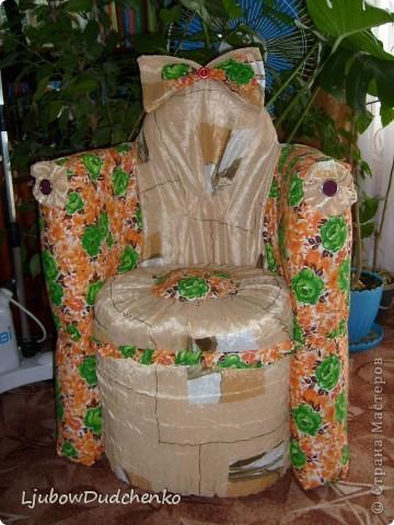 Удобное кресло из пластиковых бутылок. фото 1