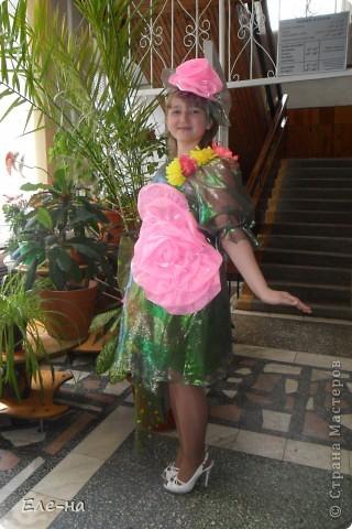 для новой коллекции театра мод понадобилось платье флоры. так как роза царица цветов решили сделать такой вот декор. фото 1