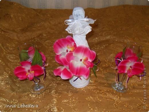 Свадьба - это праздник!!!  А к празднику готовиться - одно удовольствие. Вот сотворила для  молодых небольшой наборчик. Решила поэкспериментировать с орхидеями и фиалками.  фото 2