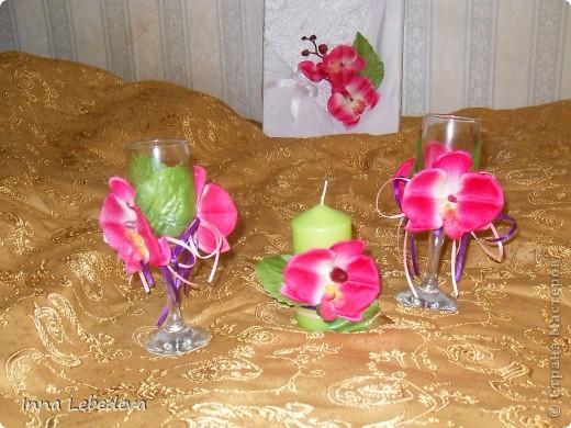 Свадьба - это праздник!!!  А к празднику готовиться - одно удовольствие. Вот сотворила для  молодых небольшой наборчик. Решила поэкспериментировать с орхидеями и фиалками.  фото 4