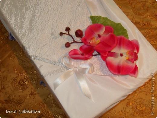 Свадьба - это праздник!!!  А к празднику готовиться - одно удовольствие. Вот сотворила для  молодых небольшой наборчик. Решила поэкспериментировать с орхидеями и фиалками.  фото 10