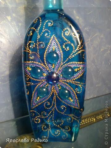 Вот моя новая бутылочка-повторюшка ( с одной стороны) Спасибо Ихтиандре http://stranamasterov.ru/node/318691?c=favorite_b К сожалению павлина плохо видно... фото 2