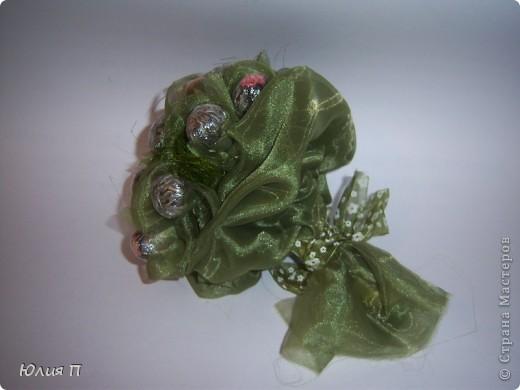 Чайный букет из крупнолистового orange pekoe, внутрь которого спрятаны цветки лилии, гибискуса и лаванды. Думаю, процедура чаепития, со срезанием «бутонов» и завариванием цветков, доставит эстетическое наслаждение обладателю.</p><p>Далее некоторые технологические этапы и детали. фото 9