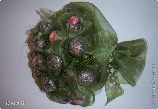 Чайный букет из крупнолистового orange pekoe, внутрь которого спрятаны цветки лилии, гибискуса и лаванды. Думаю, процедура чаепития, со срезанием «бутонов» и завариванием цветков, доставит эстетическое наслаждение обладателю.</p><p>Далее некоторые технологические этапы и детали. фото 10