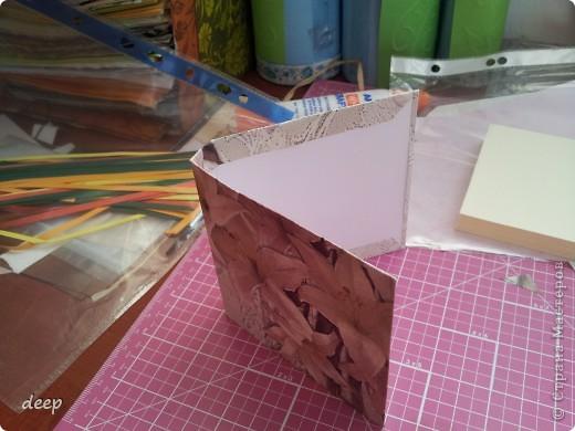 """Это мой первый мастер-класс, вернее даже просто """"репортаж"""" о том как я бысто и дешево делаю блоки для записей. Я использую для блоков разные материалы - остатки от предыдущих работ просто потому что не люблю выбрасывать ни сантиметра бумаги =) фото 14"""