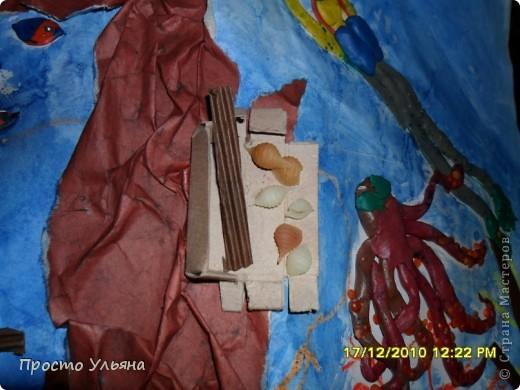 Всем здравствуйте ещё раз))Хочу показать вам работы моего братика которые он делал один или с мамой когда был ещё маленький,фотографии были сделаны гораздо позже чем были сделаны сами работы поэтому некоторые персонажи слегка помяты или немного испочканы пластилином другого цвета...начинаем фоторепортаж фото 27