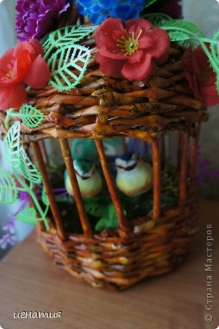 Решила попробовать сплести клетку или беседку:)))))))))),вот что из этого вышло приурочила ее к празднику,чтоб наша семья была всегда неразлучна как эти птички. фото 2