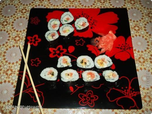 Здравствуйте, дорогие жители Страны Мастеров!!!!! Сегодня я приготовила суши первый раз, нам понравилось. Роллы  лучше всего готовить дома! Рецепт  прост, готовить легко, а получается очень вкусно!  фото 5