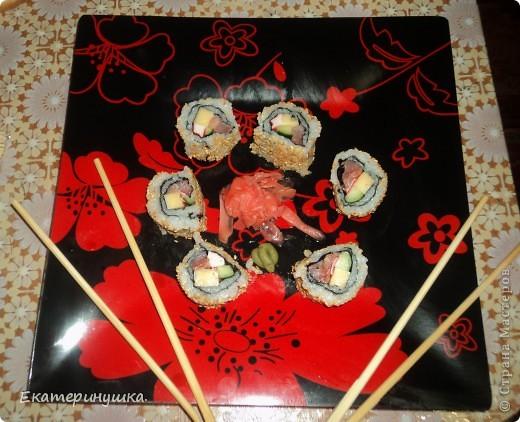 Здравствуйте, дорогие жители Страны Мастеров!!!!! Сегодня я приготовила суши первый раз, нам понравилось. Роллы  лучше всего готовить дома! Рецепт  прост, готовить легко, а получается очень вкусно!  фото 2