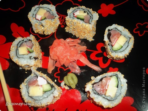 Здравствуйте, дорогие жители Страны Мастеров!!!!! Сегодня я приготовила суши первый раз, нам понравилось. Роллы  лучше всего готовить дома! Рецепт  прост, готовить легко, а получается очень вкусно!  фото 3