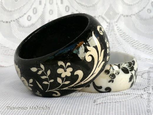Черный - деревянная заготовка; белый - пластмассовый. фото 2