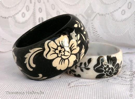Черный - деревянная заготовка; белый - пластмассовый. фото 1