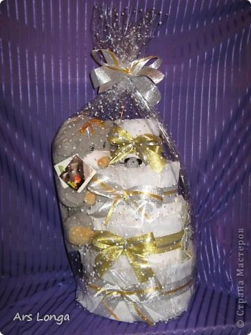 """Тортик сделан на заказ, на крестины мальчику. Ингредиенты: Памперсы 90 шт, игрушка """"Котик-Мурчик с мышкой"""", носочки, декоративная лента.  Размер: 35х50 см.  фото 4"""