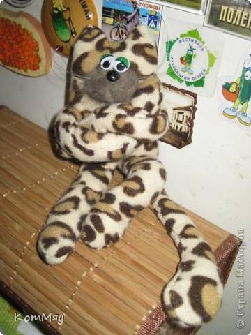 Мой котейка пошился давно, и самым первым убежал на Котовасию (на совместный пошив к Анечке - ALIBI). А вот у себя в блоге я его так и не показала. Исправляю свою ошибку фото 8