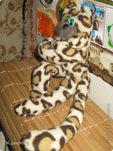Мой котейка пошился давно, и самым первым убежал на Котовасию (на совместный пошив к Анечке - ALIBI). А вот у себя в блоге я его так и не показала. Исправляю свою ошибку фото 10