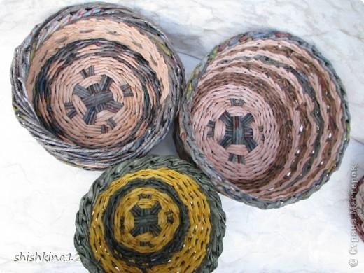 Видео мастер-класс по плетению из газет круглого дна фото 2