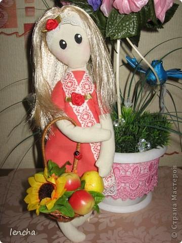 Здравствуйте, мои дорогие жители Страны Мастеров!!! Сегодня хочу показать вам свою новую куколку.  Она мне не нравится, но, всё равно решила вам её показать (т.к. хоть хороший, хоть плохой, но...опыт есть опыт) Даже не знаю, как её назвать...... фото 2