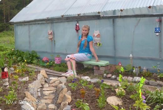 """Всем, всем огромный ПРИВЕТ! Решила сделать у бабушки в огороде вот таких человечков, из ненужных горшкок для цветов. Этот человечик-это девочка у неё на голове должна варости """"косичка"""" петунья! фото 9"""