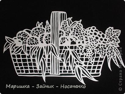 """В такие замечательные летние деньки все с удовольствие наслаждаются фруктами. У нас на Украине сейчас как раз сезон! Вот и я решила """"угостить"""" жителей Страны Мастеров. Попалась мне под руку картинка из детской раскраски, и я не удержалась, решила ее приспособить под свое любимое вырезание. Очень надеюсь, что вы увидите всё то, что лежит в этой корзинке. фото 1"""