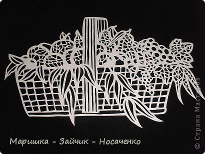 """В такие замечательные летние деньки все с удовольствие наслаждаются фруктами. У нас на Украине сейчас как раз сезон! Вот и я решила """"угостить"""" жителей Страны Мастеров. Попалась мне под руку картинка из детской раскраски, и я не удержалась, решила ее приспособить под свое любимое вырезание. Очень надеюсь, что вы увидите всё то, что лежит в этой корзинке. фото 11"""