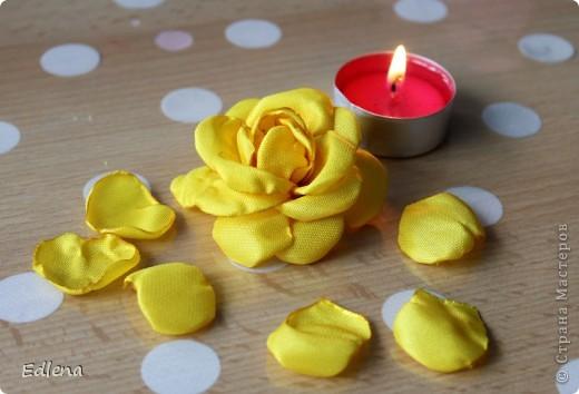 Делаем розу из ленты. (подобного мк не нашла на сайте,если это не так прошу меня поправить) фото 12