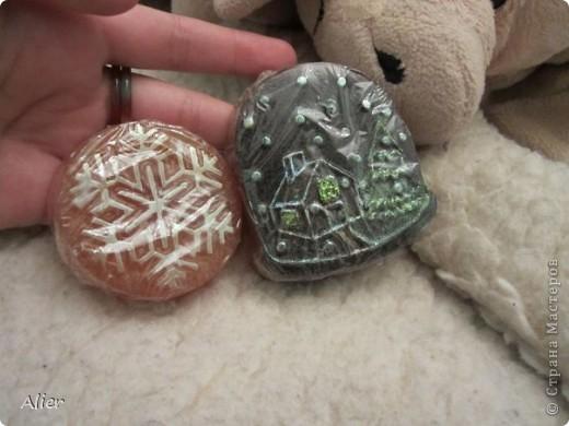 снежинка с облепиховым маслом и ЭМ апельсина, а домик с кофе и запахом латте. фото 1