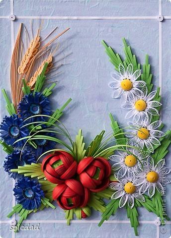 Грядущему Дню Семьи посвящается.  Ромашка символ любви и семьи. Василек - святости, уважения, нежности. Пшеница - богатства и жизни. Мак - плодородия.  Подумала я и решила объединить эти прекрасные цветы вот в такую композицию. фото 1