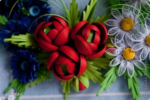 Грядущему Дню Семьи посвящается.  Ромашка символ любви и семьи. Василек - святости, уважения, нежности. Пшеница - богатства и жизни. Мак - плодородия.  Подумала я и решила объединить эти прекрасные цветы вот в такую композицию. фото 2