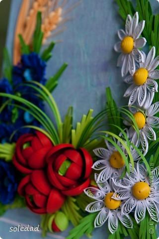 Грядущему Дню Семьи посвящается.  Ромашка символ любви и семьи. Василек - святости, уважения, нежности. Пшеница - богатства и жизни. Мак - плодородия.  Подумала я и решила объединить эти прекрасные цветы вот в такую композицию. фото 5