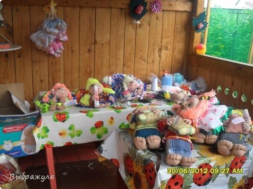 Вот таких кукол нашила на июньскую ярмарку. Шью теперь на даче. Совсем мало куклёш удаётся шить. Совмещать работу, дачу , кукол и внуков тяжеловатоооооо. Поэтому уже что уж есть. Вот такие девчонки. фото 12