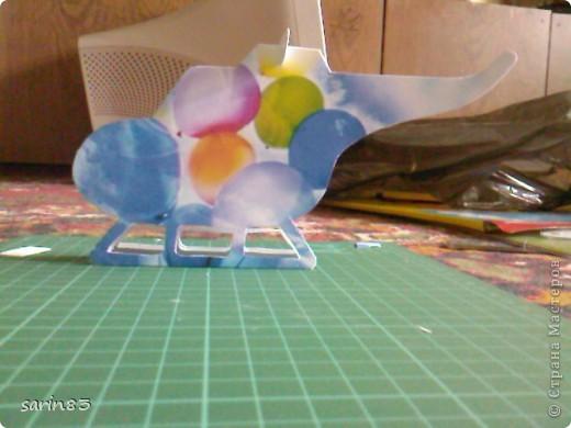Всем здравствуйте. Вот моя первая такая работа. Решила сделать открытку на день рожденье племяннику, чтобы не как у всех :) Лопасти наверху подвижны (крутятся). А вовнутрь я положила денежку, как дополнение к открытке. На боку вертолета инициалы именинника и дата рождения. фото 8