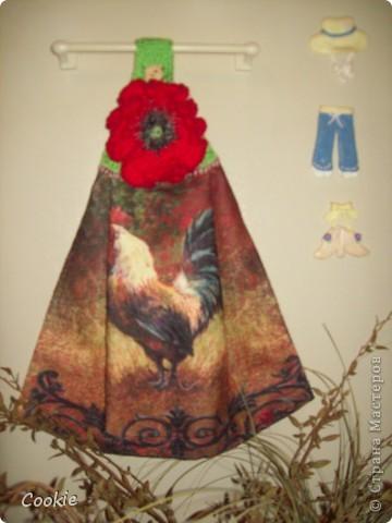 Верх полотенца обвязан крючком, наверх пришит цветок фото 1