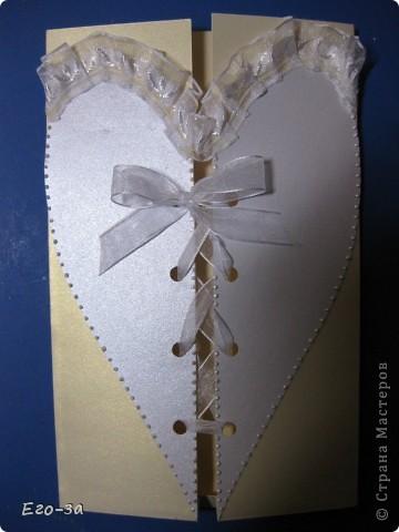 Конверт предполагалось использовать под свидетельство о браке, но за годы оно неожиданно подросло в размерах и стало формата А4. Пришлось использовать в качестве конверта для поздравительного тэга форматом А5. Сердце украшено 3D контуром. фото 1