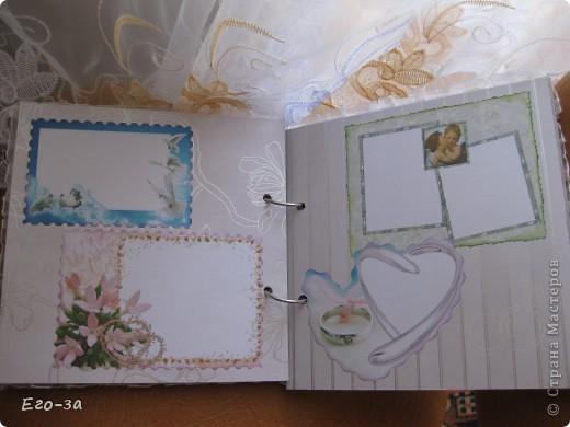 Этот элемент в оформлении альбома для пожеланий молодоженам мне кажется самым трогательным - его придумала сама невеста. Материал - клеевые полубусины. фото 6