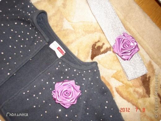 Розочки делала сама и просто для украшения пришила к одежде. Так как цвет розочек гармонирует с платьицем .   фото 2