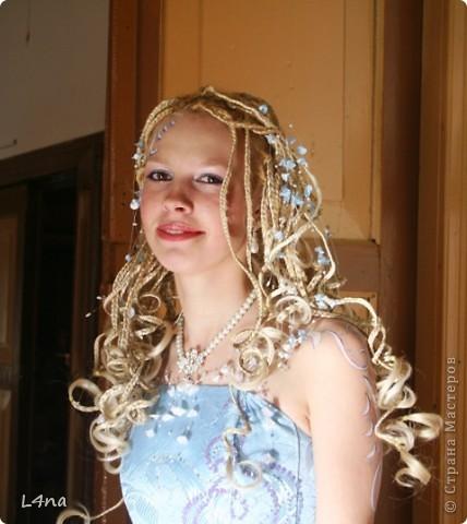 В очередной раз доплетая косы своей дочери я вдруг подумала, а сколько же раз я плела косички своим дочкам в таком объеме? Оказалось что уже лет 8 я хотя бы раз в год это делаю. И решила собрать все наши эксперименты с волосами... Эту прическу я уже выставляла в посте где описывала выпускной образ, но повторюсь Подробнее об образе http://stranamasterov.ru/node/385587  фото 1